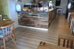 holzwand-boat-teakholz-tresen-cafe-5