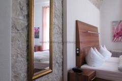 Kunstfelsen - Hotels - Felswand - Hotelzimmer